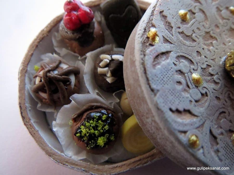 box#Miniature#food#handmade#chocolate#artfood#fakefood#clay#myfimo#modelling#fimoclay (3)